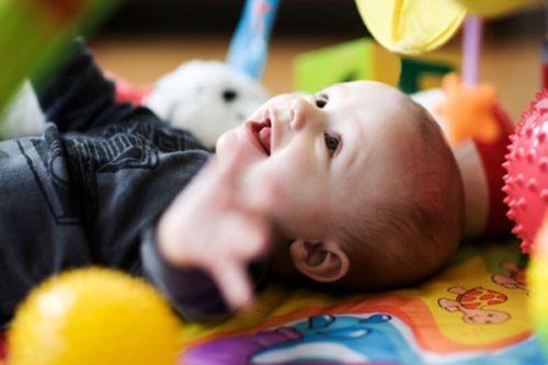 какие игрушки нужны ребенку в 6 месяцев