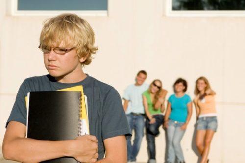 Ребенка обижают в школе: что делать родителям