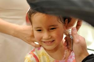 Когда лучше прокалывать уши девочке