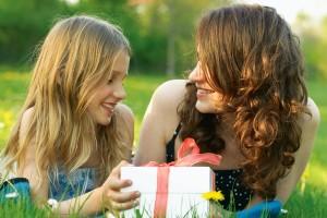 Что подарить маме на день рождения: своими руками
