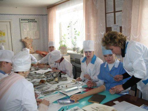 kuda-pojti-uchitsya-posle-11-klassa-devushke-samye-vygodnye-professii.jpg