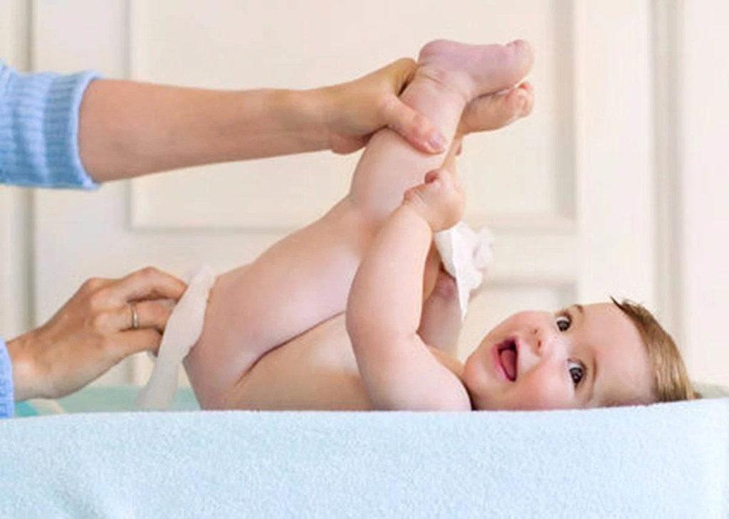 gigiena-novorozhdennogo-malchika.jpg