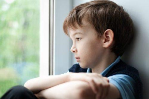 с какого возраста оставляют ребенка одного дома
