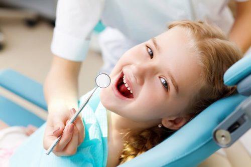 с ребенком на приеме у стоматолога