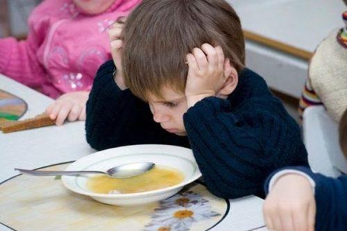 ребенок не ест в садике что делать