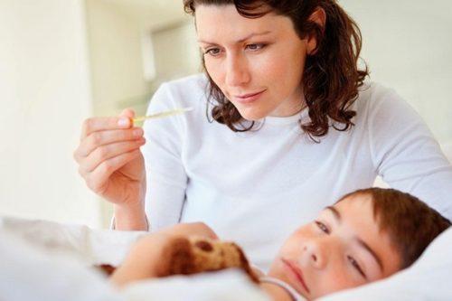 Ребёнок часто болеет простудными заболеваниями: что делать?