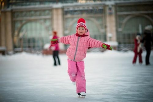 Учите ребенка кататься на коньках