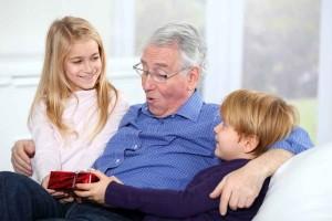 Что подарить дедушке на День рождения: своими руками