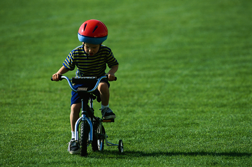kak-nauchit-rebenka-katatsya-na-dvuhkolesnom-velosipede.jpg
