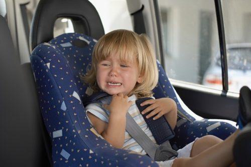 Ребенка укачивает в машине: что делать