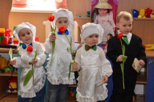 Что подарить воспитателю на 8 марта в детском саду