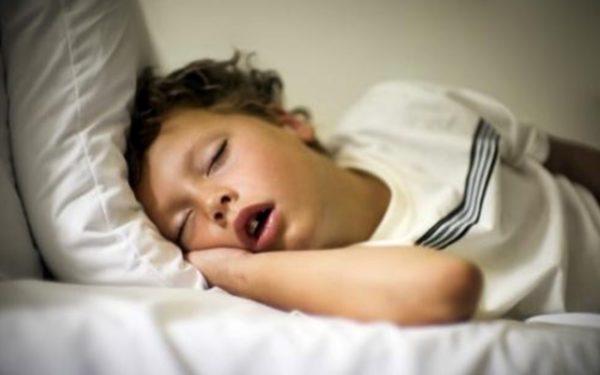 Ребенок храпит во сне: причины