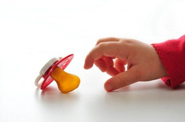 Как отучить ребенка от сосания соски.jpg