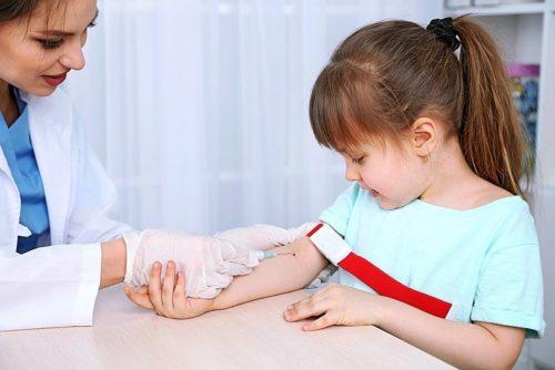как берут кровь на биохимический анализ у детей.jpg