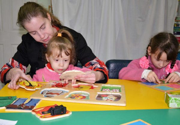 Коррекционные занятия с детьми с умственной отсталостью.jpg