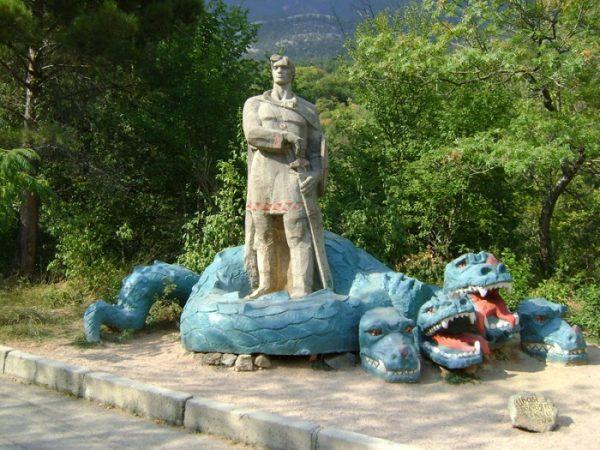 Зоосад «Сказка» с музеем скульптур «Поляна сказок»