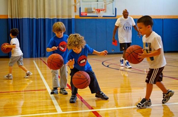 Основные приёмы детского баскетбола, которые помогут освоить правила