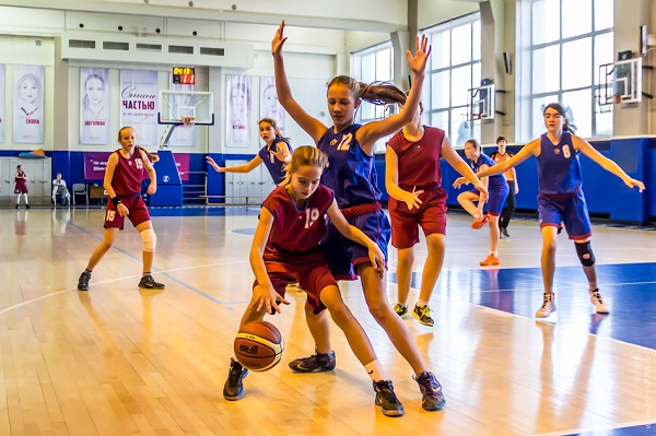 Польза и недостатки занятий баскетболом для детей