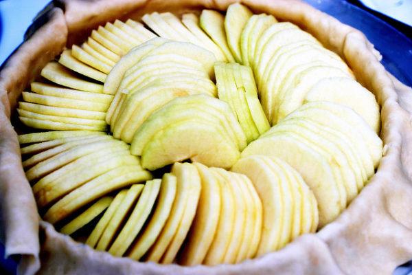 Как приготовить шарлотку с яблоками.jpg