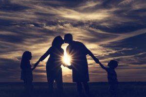 Роль семьи в воспитании ребенка: консультация для родителей