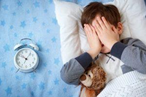 Как разбудить ребенка утром в садик: без истерик