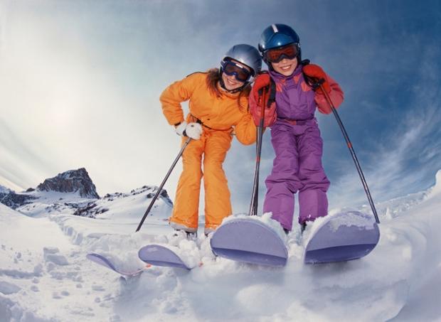 Тренировка стойки и хода на лыжах. Задействуем палки