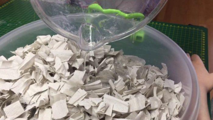 Подготовка пасты из яичных лотков для папье-маше.jpg
