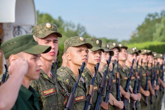 Военное училище и военные специальности: плюсы и минусы для молодого человека-01