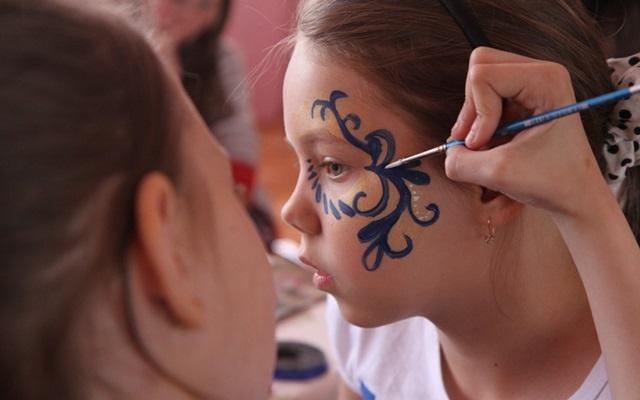 Аквагрим для девочек: мастер-класс для начинающих, как сделать краску для лица в домашних условиях