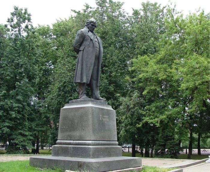 Памятник баснописцу Ивану Крылову