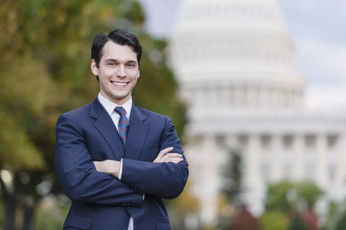 Политик / политолог