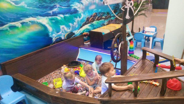 Детская игровая комната «Сокровища пирата», Центр семейных развлечений «Страус Хаус», Центр виртуальной реальности «Пиксель»