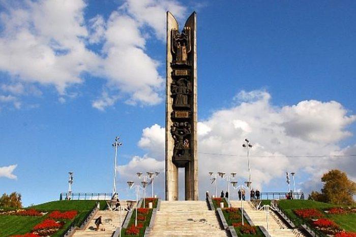 Памятник «Дружба народов» (или «Навеки с Россией»)