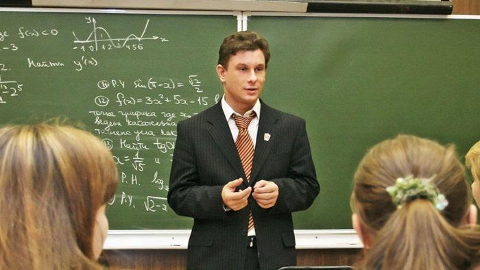 Преподаватель физики и математики