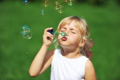 Как приготовить раствор для мыльных пузырей в домашних условиях