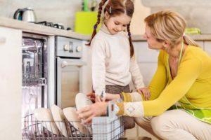 6 домашних дел, которые можно поручить ребенку