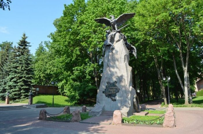 Памятник «Благодарная Россия – Героям 1812 года»